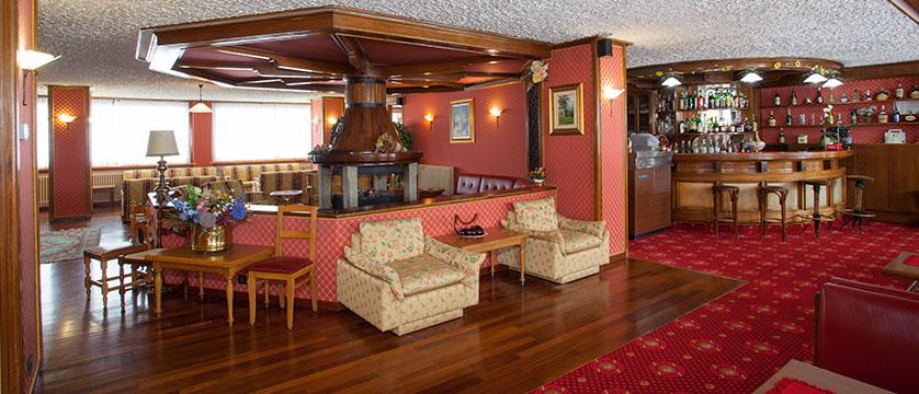 Italy_Cervinia_breuil_hotel_bar.jpg